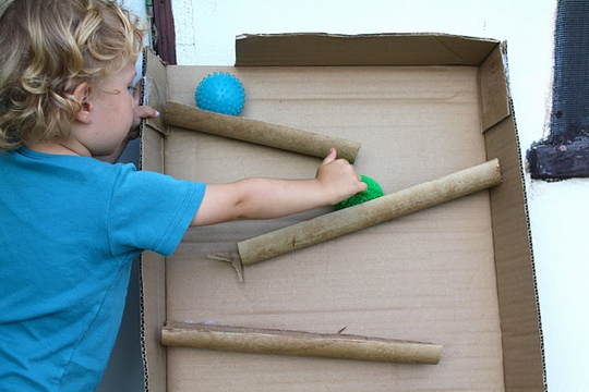 25550114 090626 D.I.Y. ของเล่นเด็ก เสริมทักษะ และพัฒนาการ จากกล่องและแกนกระดาษเก่า
