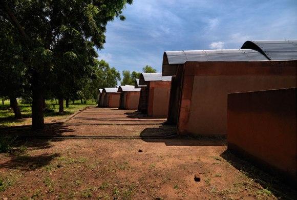 Kere 2 Residenze per docenti Gando 2010 580x390 แง่คิด ความยั่งยืนด้านสถาปัตยกรรมของแอฟริกา Africa Calling by Francis Kere