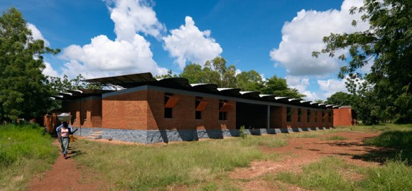 Kere 2 Scuola a Dano 2010 580x269 แง่คิด ความยั่งยืนด้านสถาปัตยกรรมของแอฟริกา Africa Calling by Francis Kere