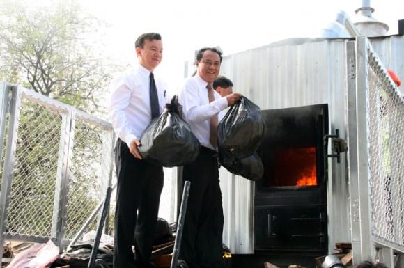 MobileBurn02 580x385 Mobile Burn เตาเผาขยะเคลื่อนที่ฝีมือคนไทย..กำจัดขยะถึงที่ ไร้มลพิษ ประหยัดพลังงาน และค่าขนส่ง