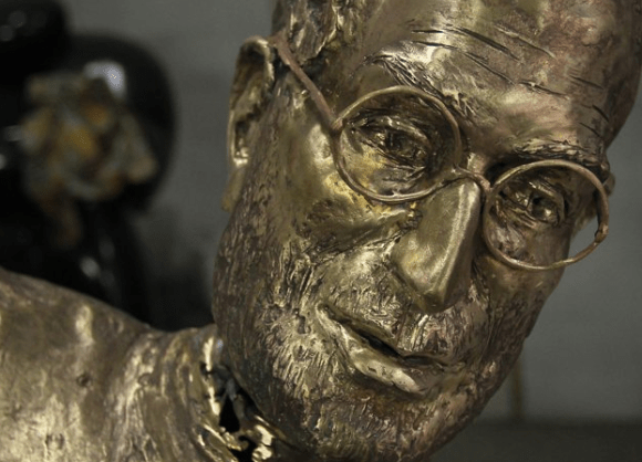 Screen shot 2012 01 01 at 10.38.44 AM 580x418 Steve Jobs statue in Budapest