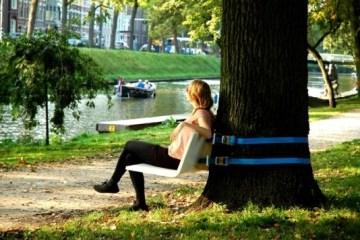 เก้าอี้ไอเดียฉลาดล้ำ..ผูกติดต้นไม้ในสวน เคลื่อนย้ายง่าย