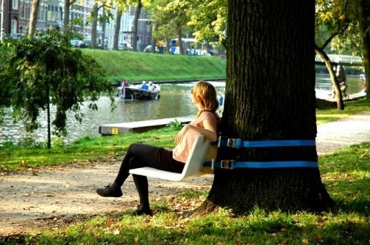 25550211 084040 เก้าอี้ไอเดียฉลาดล้ำ..ผูกติดต้นไม้ในสวน เคลื่อนย้ายง่าย