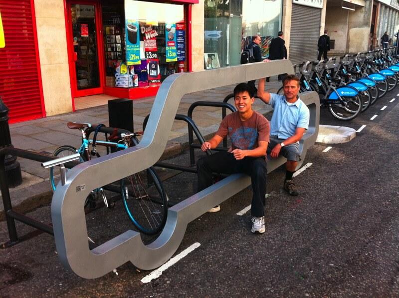 cyclehoop 13 ที่จอดจักรยานสร้างแคปเปญฉลาดๆ เชื่อหรือไม่? ที่จอดรถ 1 คัน จอดจักรยานได้ถึง 10 คัน