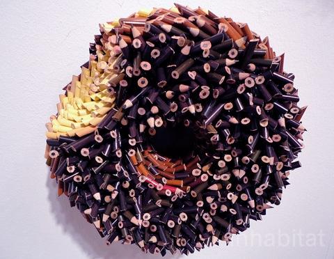 25550316 170337 ประติมากรรมน่ากิน จากแท่งดินสอสี