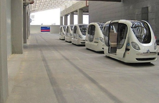 masdar city pod car 539x350 วิธีการเดินทางแบบระบบ Masdar PRT System