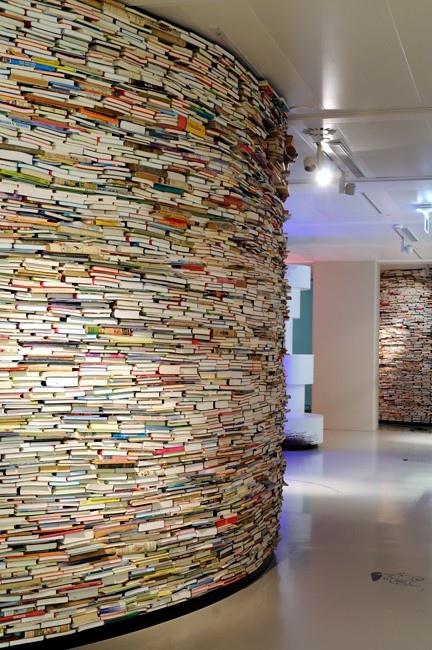 25550429 185942 เมื่อเด็กรุ่นใหม่ ไม่อ่านหนังสือกันแล้ว.. เราจะเอาหนังสือไปทำอะไรกันดี