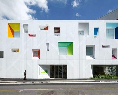 หน้าต่างมีสี..และลวดลายใบไม้ ที่ปลิวมาจากหน้าต่าง..สร้างความรู้สึก สุข..สดชื่น..กับลูกค้า 14 - interior