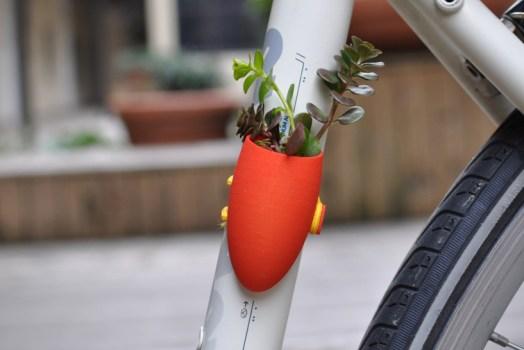 yellclo 524x350 Bike planters ปลูกต้นไม้ให้จักรยาน