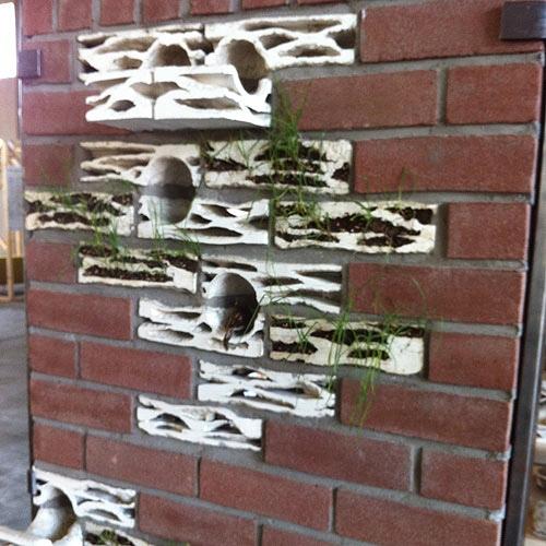 อิฐบ้านนกกระจอก + ปลูกต้นไม้ งาน handmade ในงาน MILAN DESIGN WEEK 13 - brick biotopes