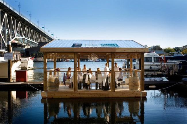 ร้านอาหารหรูลอยน้ำ..จากขวดพลาสติก 13 - school of fishing foundation