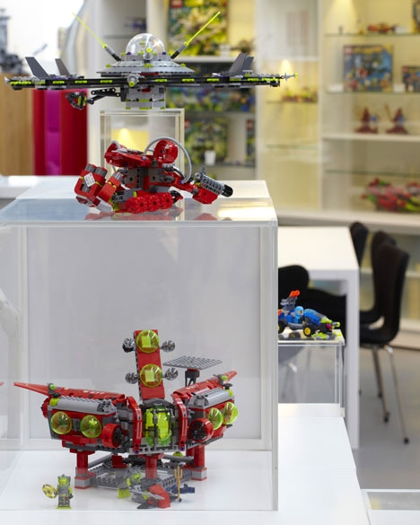 25550609 201029 น่าอิจฉาคนทำงานที่ Lego จริงๆ