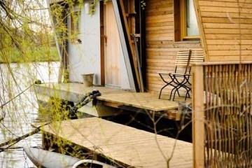 Silverbeaver บ้านบนน้ำ ดีไซน์สมัยใหม่ ที่เพียบพร้อมด้วยสิ่งอำนวยความสะดวกอย่างมีสไตล์