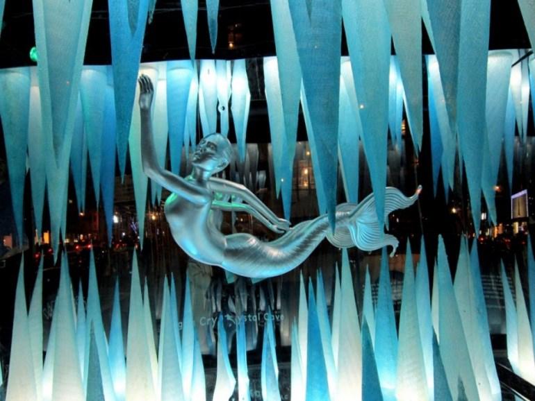 Holiday Windows with Lady Gaga Fantasy World เลดี้-กาก้า เจิดจร้า บนวินโดว์ดิสเพลย์ 13 - concert