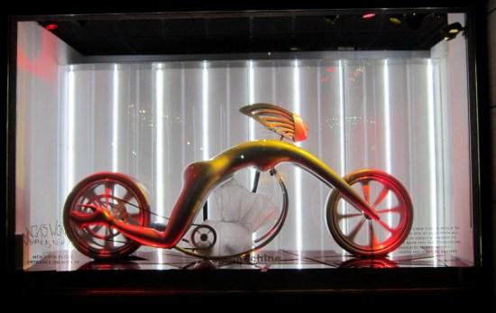 BarneysGagaSpeedMachineWindow121211idiosyncraticFashionistasIMG 1909 550x347 Holiday Windows with Lady Gaga Fantasy World เลดี้ กาก้า เจิดจร้า บนวินโดว์ดิสเพลย์