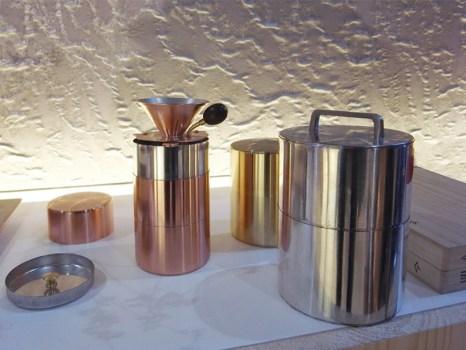 kaikado's tea container งานฝีมือชาวญี่ปุ่นที่สืบทอดจนถึงรุ่นที่หก อนุรักษ์ศิลปวัฒนธรรมที่ควรเอาเป็นแบบอย่าง  26 - brass