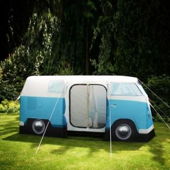 vw zelt 2 350x350 Volkswagen Van Tent เต๊นท์นี้นอนได้ถึง 4 คน!!