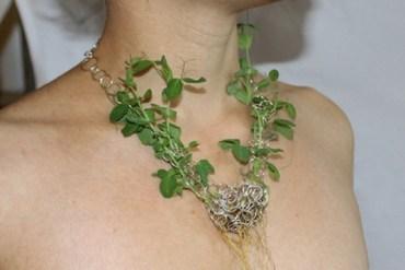 The Green Necklace..เครื่องประดับที่มีเมล็ดพันธุ์แห่งความรักต่อโลก แทนอัญมณี 17 - Jewelry