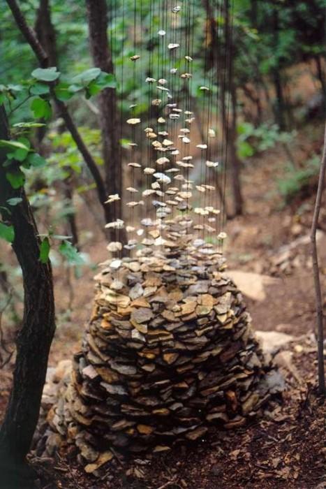 25550704 190825 งานศิลปะ ที่เล่นตลกกับแรงดึงดูดของโลก..เสกให้กิ่งไม้, ก้อนหินลอยได้