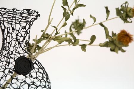 25550711 191824 A Vase for Dead Flowers..แจกัน เพื่อดอกไม้ที่แห้งเหี่ยวแล้ว