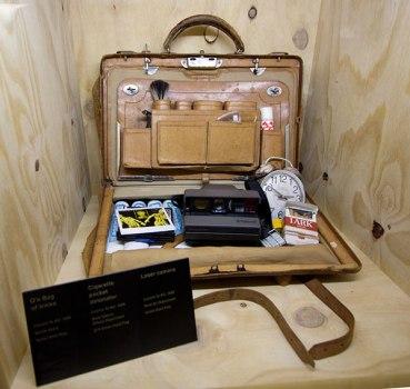 bond16 369x350 Designing 007 fifty years of Bond style กว่าจะมาเป็นสายลับ 007