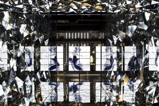 shanghai museum of glass 01 525x350 Shanghai Museum of Glass พิพิธภัณฑ์ความงามของอุตสาหกรรมแก้ว กระจก และคริสตัล