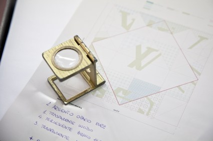 LV Origami PrintingProcess Low 0780 425x283 Louis Vuitton – Invitation Origami