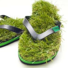 เดินบนหญ้าไปทุกที่..ด้วยรองเท้าแตะหญ้าสุดแนว.. 17 - go green