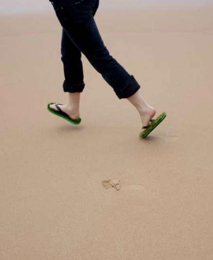 25551009 124044 เดินบนหญ้าไปทุกที่..ด้วยรองเท้าแตะหญ้าสุดแนว..