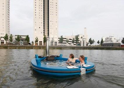hottug05 425x302 แช่น้ำล่องเรือชิลๆกับ hotTug jacuzzi boat