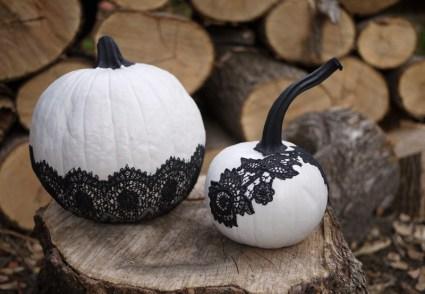 DIY Lace Pumpkins for Halloween 19 - DIY