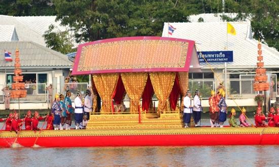 25551109 170358 งานยิ่งใหญ่ของคนไทยทั้งประเทศ..ขบวนพยุหยาตราทางชลมารค