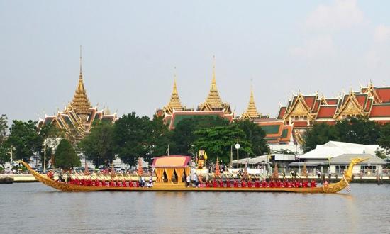 25551109 170409 งานยิ่งใหญ่ของคนไทยทั้งประเทศ..ขบวนพยุหยาตราทางชลมารค