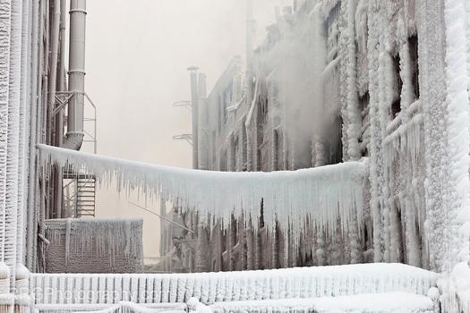 25560125 201543 เมื่อน้ำมาเจอกับไฟ..แล้วกลายเป็นน้ำแข็ง ที่โกดังเก็บสินค้าในชิคาโก