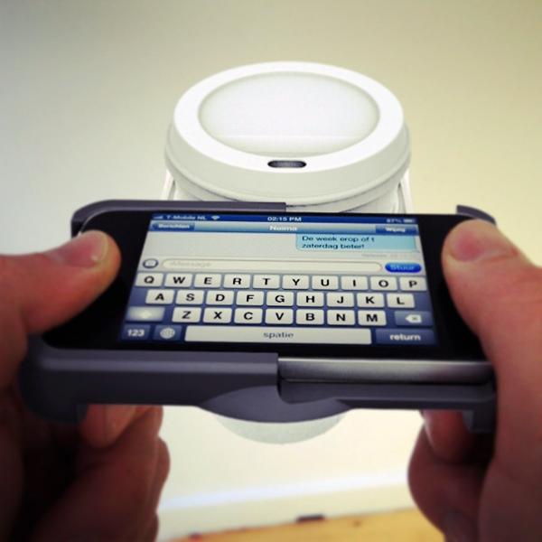 25560128 174437 ที่วางถ้วยกาแฟ บน iPhone..จะกล้าใช้มั๊ยเนี่ย???