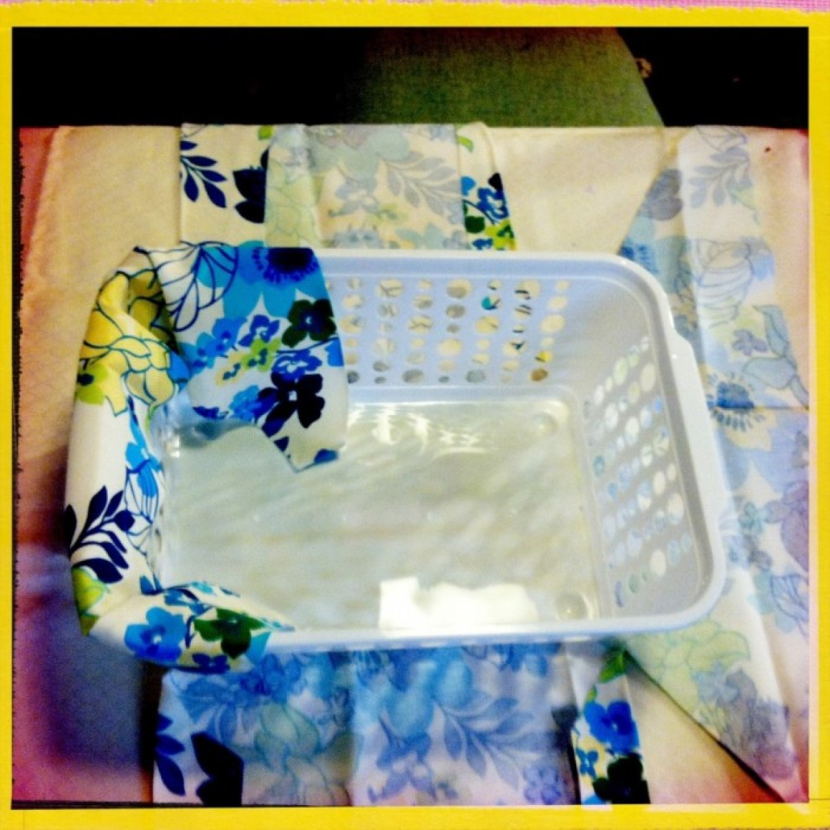 IMG 4050 1 DIY แปลงโฉมตะกร้าพลาสติก เป็นตะกร้าผ้าสุดสวย
