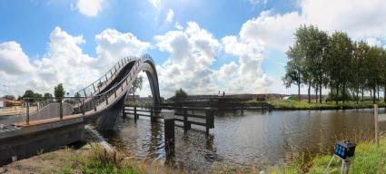 Melkwegbridge NEXT architects 01 425x192 Melkweg Bridge by NEXT Architects สะพานที่สร้างความสุนทรีย์แก่ผู้สัญจรทางเท้า และจักรยาน