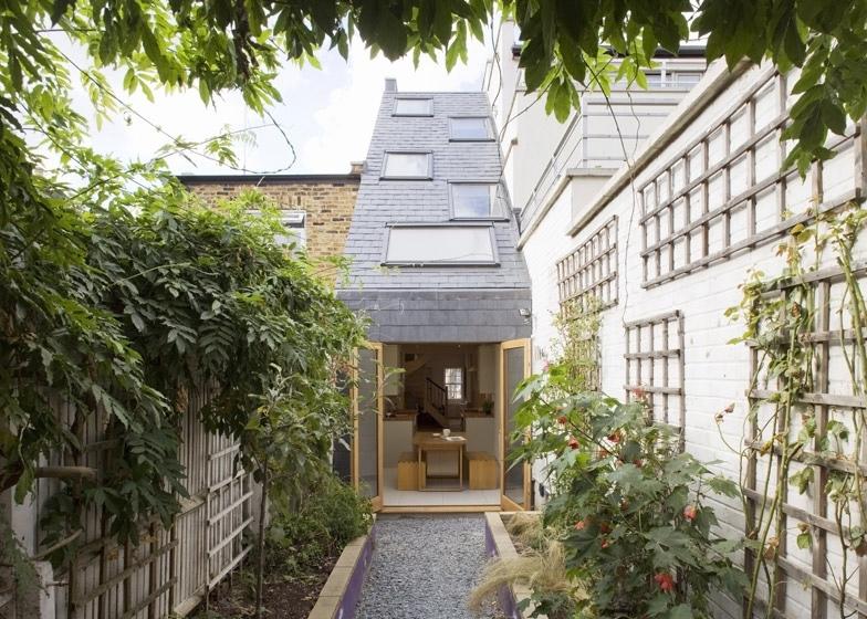 25560301 175710 Slim house..บ้านห้องแถวผอมๆกว้างเพียง 2.3 เมตร แต่ดูดี น่าอยู่อย่างเหลือเชื่อ