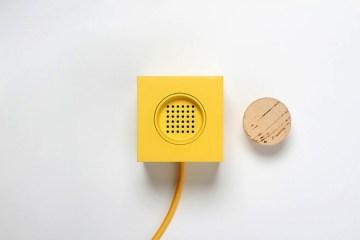 PLUGG by skrekkogle วิทยุสไตล์มินิมอล แค่มีจุกก็อกไว้คอยอุดสำหรับเปิด - ปิด เสียงเพลง