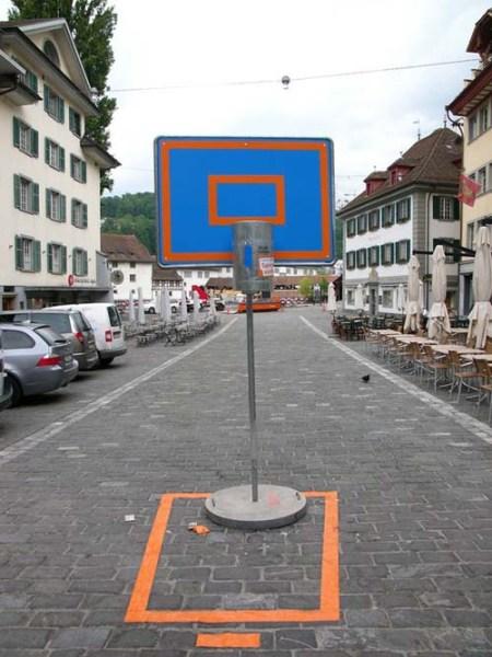 Trash Can Games3 450x600 Lucerne Shines ไอเดียส่งเสริมให้คนในเมืองเห็นว่า การทิ้งขยะ เป็นเรื่องง่ายๆ