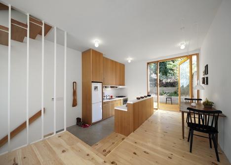 25560419 172206 Eel's Nest บ้านแคบๆ ใน LA ที่ได้แรงบันดาลใจจากบ้านแคบๆในญี่ปุ่น