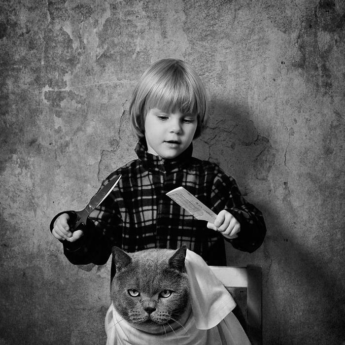 25560420 221410 เก็บความทรงจำดีๆไว้กับภาพขาวดำ..มิตรภาพระหว่างเด็กสาว 4 ขวบ กับแมวจอมกวน..