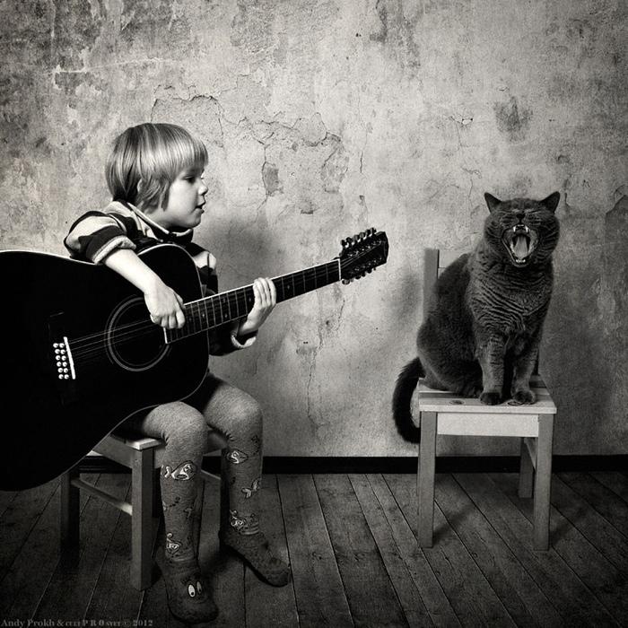 25560420 221522 เก็บความทรงจำดีๆไว้กับภาพขาวดำ..มิตรภาพระหว่างเด็กสาว 4 ขวบ กับแมวจอมกวน..