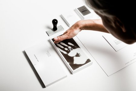 1671818 inline thermo sensative cards 038 450x300 Heat Sensitive Business Cards Are Like Touchable Polaroids  นามบัตรเคลือบด้วยน้ำหมึกสีดำ ตอบสนองกับอุณหภูมิร่างกาย