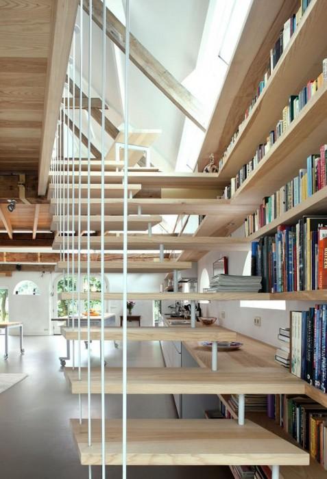 25560512 195239 เมื่อบันได ห้องสมุด ที่เก็บของ และครัว เป็นเฟอร์นิเจอร์ชุดเดียวกัน