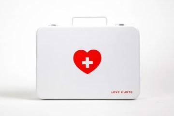 อกหักรักษาได้.. LOVE HURTS ชุดปฐมพยาบาลเบื้องต้นของคนอกหัก 8 - aids