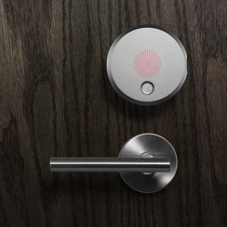 dezeen August Smart Lock by Yves Behar 4sq 450x450 August smart lock เปิด ปิดประตูบ้านแบบไม่ใีช้กุญแจ