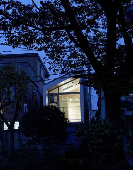 dezeen Park House by another APARTMENT 9a Park House บ้านเล็กๆชานกรุงโตเกียว ที่ต้องใช้พื้นที่อย่างคุ้มค่าที่สุด