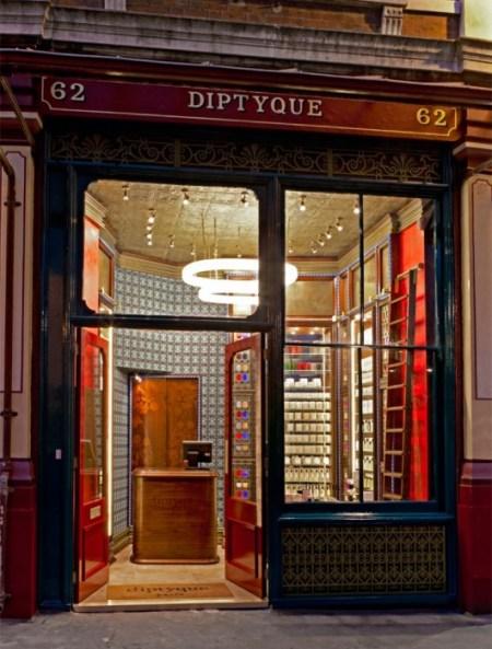 diptyque01.jpg าส 450x593 Diptyque London Store สถาปัตยกรรมคลาสสิกแบบวิคตอเรีย มาผสมผสานกับการดีไซน์แบบโบราณ