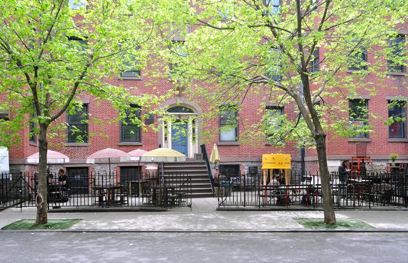 img 10 1369803053 45f7771506e736c6ee212db4efeac213 แท๊งค์หนังสือ..ห้องสมุดฟรีเล็กจิ๋วที่นิวยอร์ค